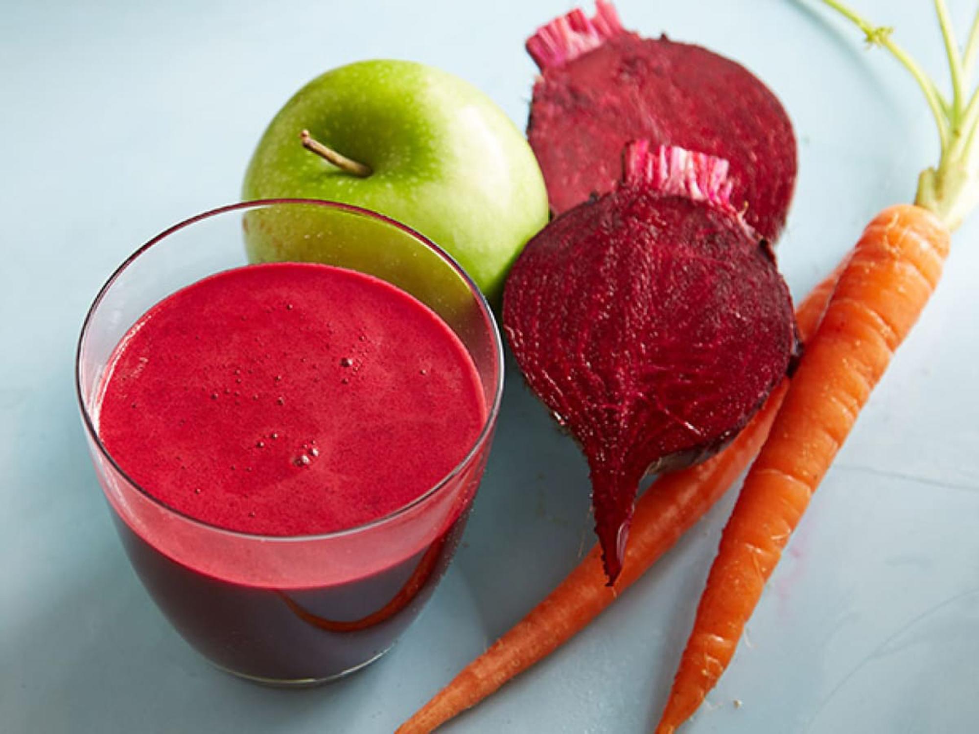 Suc din măr, sfeclă și morcovi