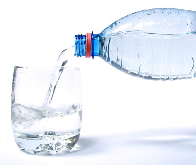 Câtă apă trebuie să bem